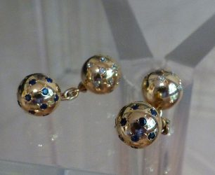 Bouton de manchettes en or, saphir et diamants