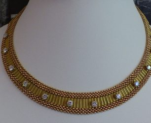 Collier en or jaune, diamants 3 carats